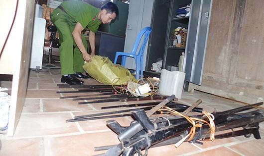 40 khẩu súng được người dân tự nguyện giao nộp