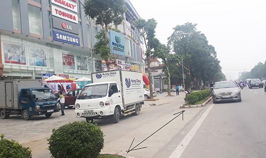 Đoạn bul-va trước siêu thị điện máy Hương Giang bị tháo dỡ để phục vụ mục đích kinh doanh khi chưa có phép
