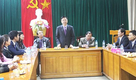 Bộ trưởng Lê Thành Long ghi nhận ý kiến của cán bộ Sở Tư pháp Nghệ An.