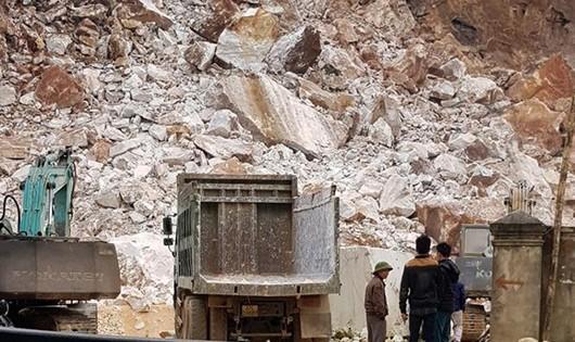 Nổ lớn tại mỏ đá trắng do Công ty CP khoáng sản Á Châu (ảnh Báo Nông nghiệp).