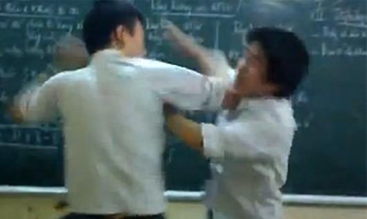 Người nhà học sinh đánh thầy giáo gãy sống mũi?