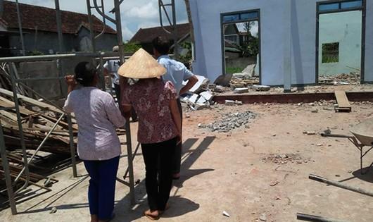 Hiện trường nơi xảy ra vụ sập tường khiến ba người thương vong (ảnh BNA)