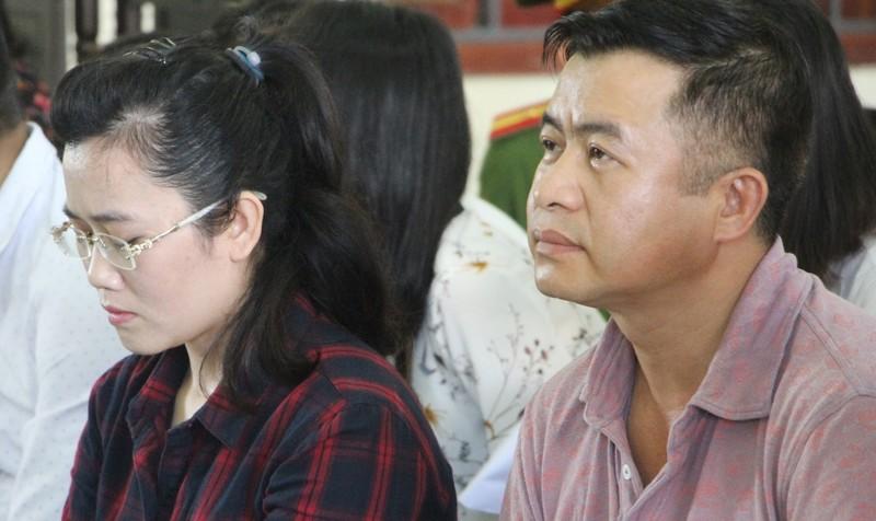 Nguyễn Thị Lam và Đặng Đình Hồng tại phiên xét xử.