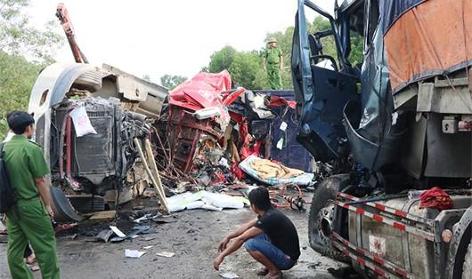 Hiện trường vụ tai nạn khiến hai người tử vong, một người khác bị thương nặng.