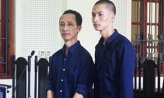 Hai cha con Và Xái Vừ, Và Bá Bì nhận bản án tại tòa.
