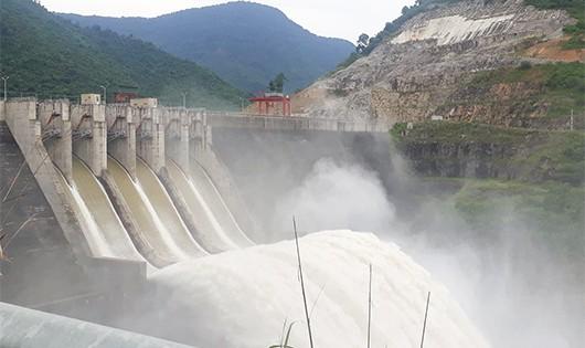 Thủy điện Bản Vẽ đang vận hành đập nước trong tình trạng an toàn.