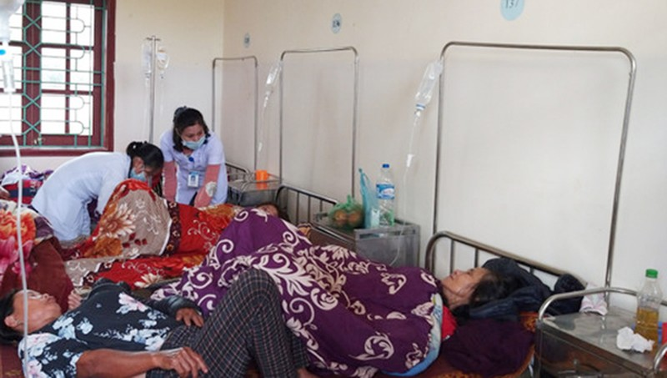 Các bệnh nhân đang được điều trị tại bệnh viện (ảnh P.Đ)