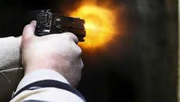Chặn đường, rút súng bắn trưởng thôn bị thương nhập viện