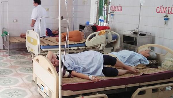 Các bệnh nhân điều trị tại Trung tâm y tế (ảnh Báo NA)