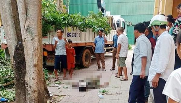 Hiện trường nạn nhân bị rơi xuống đất tử vong.