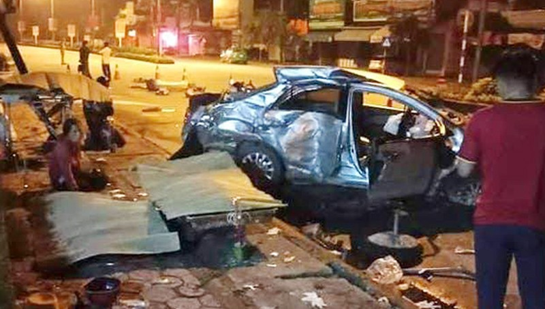 Hiện trường vụ tai nạn lúc rạng sáng