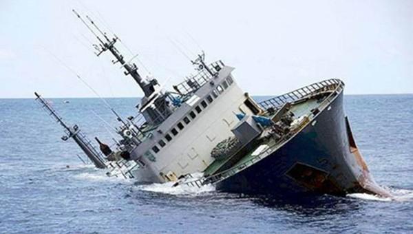 Tàu hàng gặp sự cố trên biển, 10 người đang mất tích