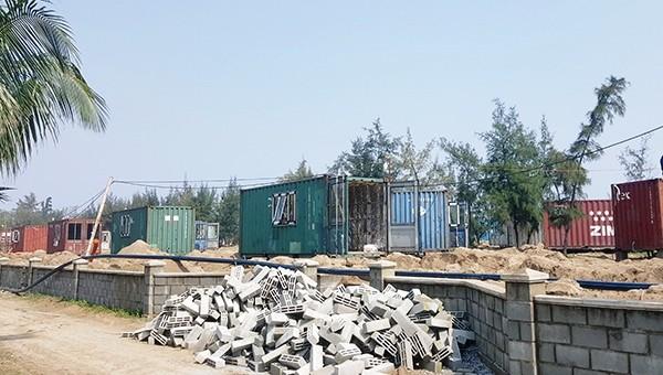 Bị phạt 70 triệu đồng vì xây dựng không phép, thay lều bạt bằng container trong rừng phòng hộ