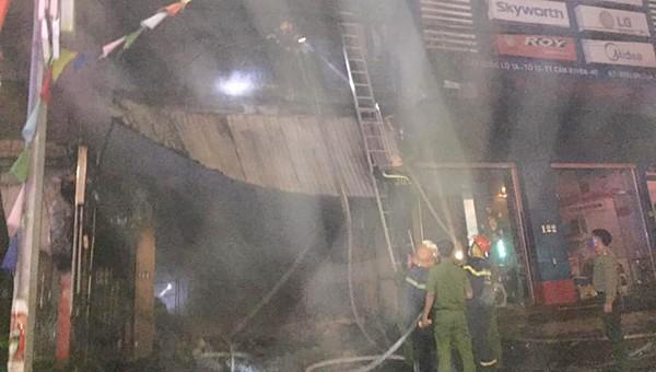 Hai ông cháu tử vong thương tâm trong cửa hàng bốc cháy