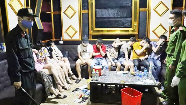 """Khởi tố 2 bị can trong vụ 76 thanh niên mở """"tiệc ma túy"""" trong quán karaoke"""