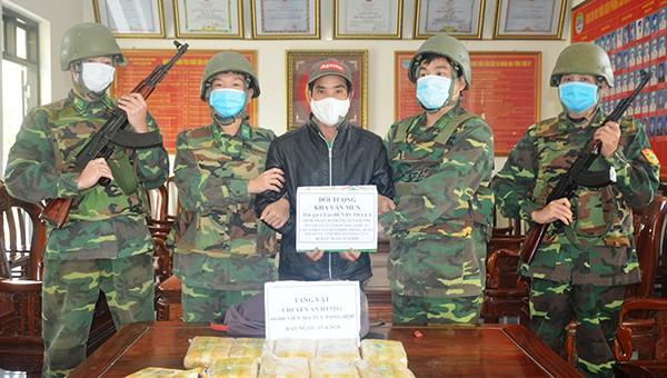 Bắt quả tang đối tượng vận chuyển 60.000 viên ma túy vào Việt Nam giữa dịch Covid-19
