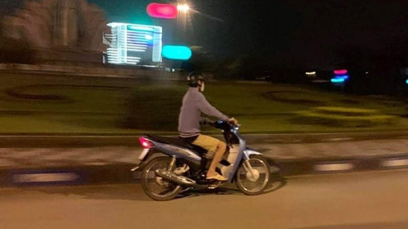 Hình ảnh được cho là kẻ biến thái mà người dân chụp được trên một tuyến phố.