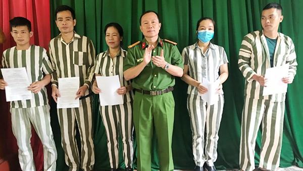 Các phạm nhân cải tạo tốt, có nhiều cố gắng trong quá trình thi hành án được giảm án phạt tù và tha tù trước thời hạn đợt 30/4 tại Hà Tĩnh.