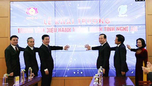 Các đại biểu ấn nút khai trương Trung tâm IOC Nghệ An.