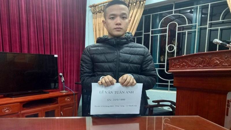 Đối tượng Lê Văn Tuấn Anh và tang vật vụ án.