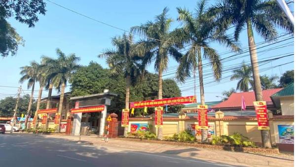 Những tấm pano, khẩu hiệu lớn được trưng lên lại các ngã tư, trục đường chính của tỉnh Nghệ An.