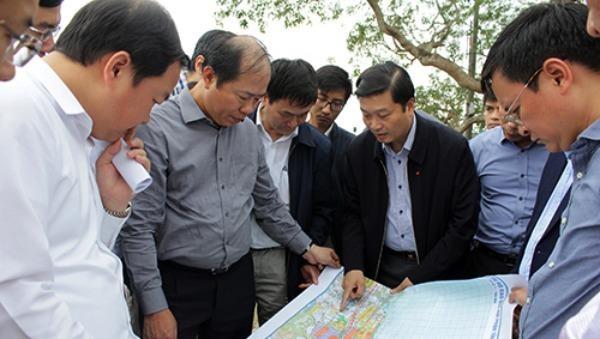 Đoàn khảo sát tại ga chợ Sy (Diễn Châu).