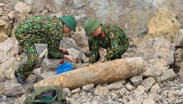 Ban Chỉ huy quân sự huyện Quỳnh Lưu phối hợp với Ban Công binh Bộ Chỉ huy quân sự tỉnh Nghệ An tiến hành hủy nổ thành công quả bom nặng hơn 113kg.