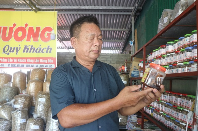 Ngoài hải sản khô thông thường, người dân Cửa Lò còn chế biến các món mực rim, cá rim đựng trong hộp để tiện lợi cho du khách.