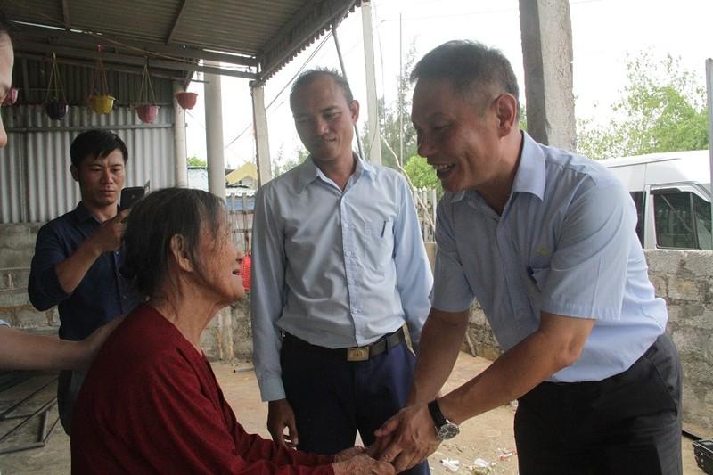 Formosa Hà Tĩnh thăm hỏi và trao 240 suất quà nhân ngày 27/7.