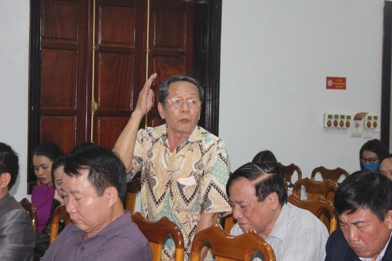 Một người dân xã Bùi La Nhân phát biểu tại cuộc họp. Ảnh. Trần Tuấn