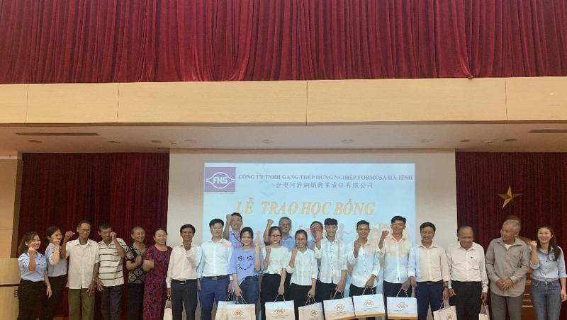 Formosa trao học bổng cho các học sinh, sinh viên