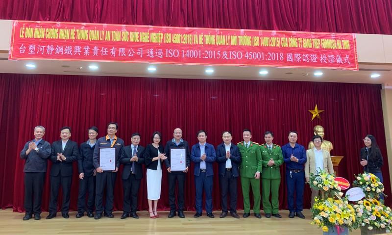Formosa Hà Tĩnh đón nhận Chứng nhận Tiêu chuẩn quốc tế về môi trường và an toàn sức khỏe nghề nghiệp.