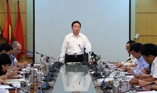 Bộ trưởng Bộ TN&MT Trần Hồng Hà phát biểu tại cuộc họp