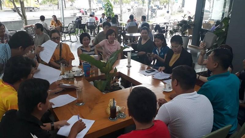 Cư dân Carina đang ký đơn kêu cứu vì bị cắt tiền hỗ trợ