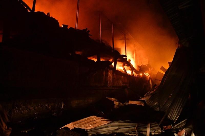 Vụ cháy nhà máy Rạng Đông gây bức xúc dư luận vì nhiễu loạn thông tin