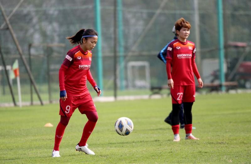 Đội tuyển nữ Việt Nam đón Huỳnh Như trở lại