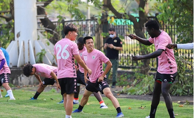 CLB Hà Nội: Vì sao cầu thủ đắt giá nhất không ra sân?