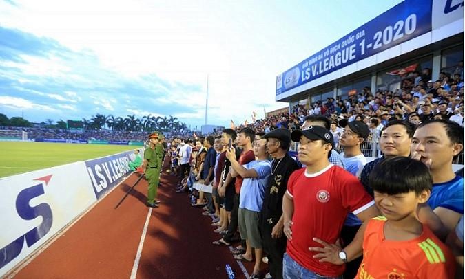 VFF sẽ xử lý BTC sân Hà Tĩnh ra sao?