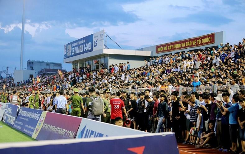 Phạt BTC trận đấu của CLB bóng đá Hồng Lĩnh Hà Tĩnh 15 triệu đồng