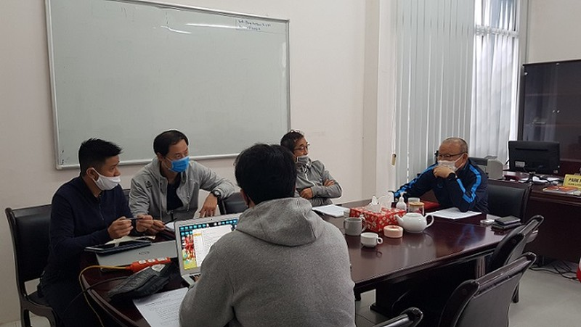 HLV Park Hang seo và các cộng sự làm việc trong mùa dịch Covid-19