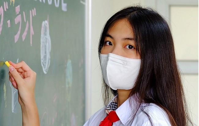 Ánh mắt tuổi teen trong ngày khai trường của em Bảo Ngân, Trường THCS Lê Ngọc Hân, TP Hà Nội.