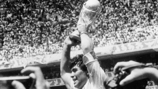 Thế giới tiếc thương Maradona