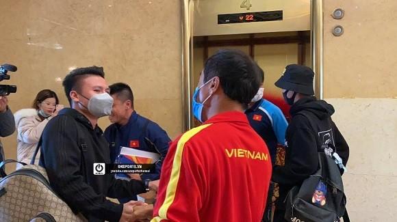Quang Hải vui mừng gặp lại đồng đội trong đội tuyển Quốc gia.