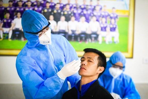 Các CLB bóng đá trong nước tiến hành kiểm tra y tế trước ngày hội quân