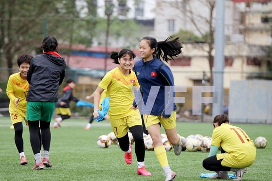 Các 'bông hồng trẻ' bóng đá Việt rạng ngời ngày tập trung