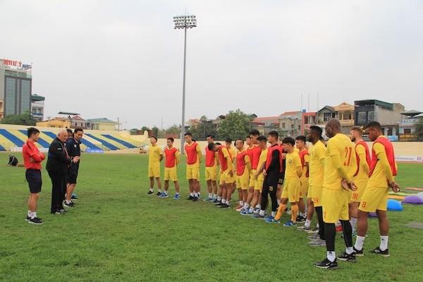 V.League sắp trở lại, HLV Petrovic có phương án mới cho CLB Thanh Hoá