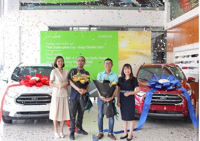 Chubb Life Việt Nam trao 2 ô tô cho khách hàng trúng thưởng