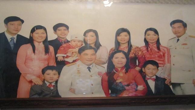 Đại gia đình trung Tướng Phạm Xuân Thệ