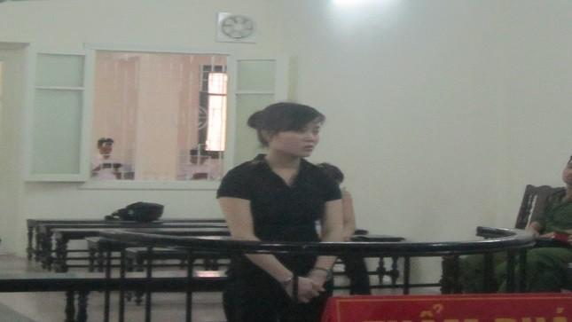 Phạm Thị Hằng trước vành móng ngựa.