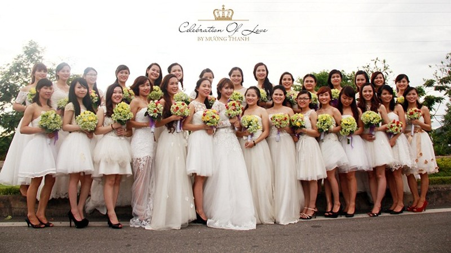 Quỳnh Anh Shyn và Bê Trần tham gia diễu hành rước dâu quanh thành phố Vinh